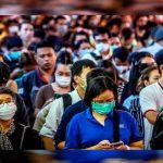 Científicos descubren que el coronavirus también se contagia con el aliento